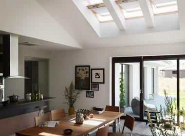 ventanas para tejados con apertura eléctrica, especialmente indicadas para zonas de difícil acceso